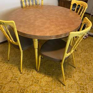 Lot # 93 Round Dining Table with Four Chairs
