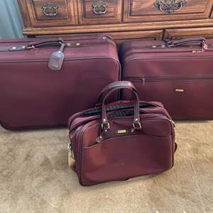Lot # 124 Lot of Leisure Brand Suitcases/Travel Bags