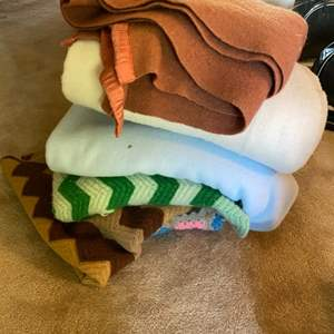 Lot # 132 Lot of Throw Blankets and Quilts