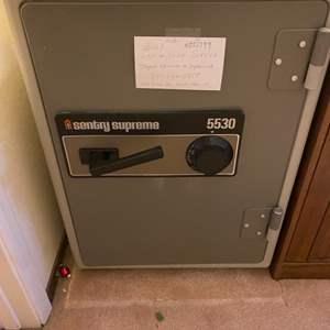Lot # 136 Sentry Supreme Safe ** See Note in Description