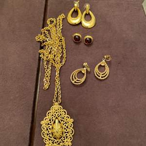Lot # 149 Lot of Gold-Tone Jewelry
