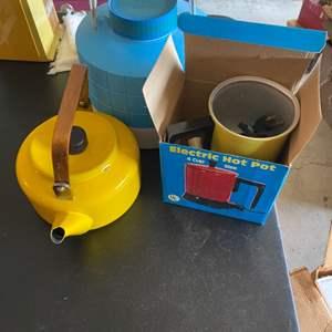 Lot # 206 Lot of Kitchen Items - Kettle, Drink Dispenser, Electric Hot Pot
