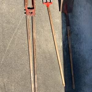 Lot # 261 Shovel, Weasel, and Bulb Planter