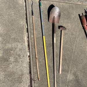 Lot # 262 Pointed Garden Hoes, Shovel, and Sledge Hammer