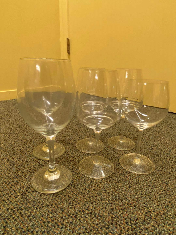 Lot # 7 Lot of 6 Glass Stemware  (main image)