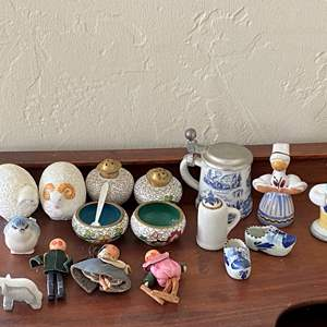 Lot # 133 Lot of Miniature Collectibles