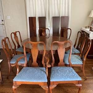 Lot # 140 Quality Wood Round Dining Table, Eight Chairs, and 4 Extension Leafs