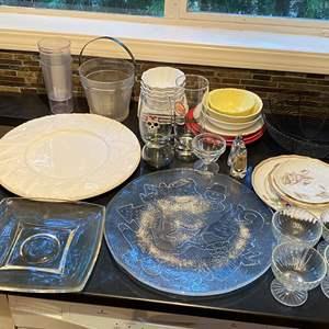 Lot # 172 Lot of Kitchen Stemware, Platters, Bowls Miscellaneous Yellow Flower Bowls Marked Fresh Decor