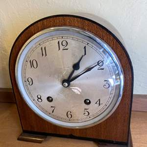 Lot # 219 Mantle Clock with Key Un-Tested