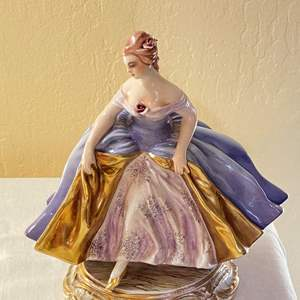 """Lot # 232 Lady Figurine """"Made in Italy"""""""