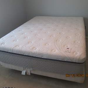 12- Simmons Queen Mattress Set + Frame, very clean and comfy!