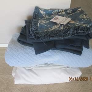 51-Queen Mattress Cover, Blanket & Throws