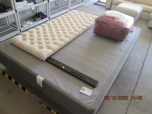 125-Frame, Box Spring, Headboard & Comforter (main image)