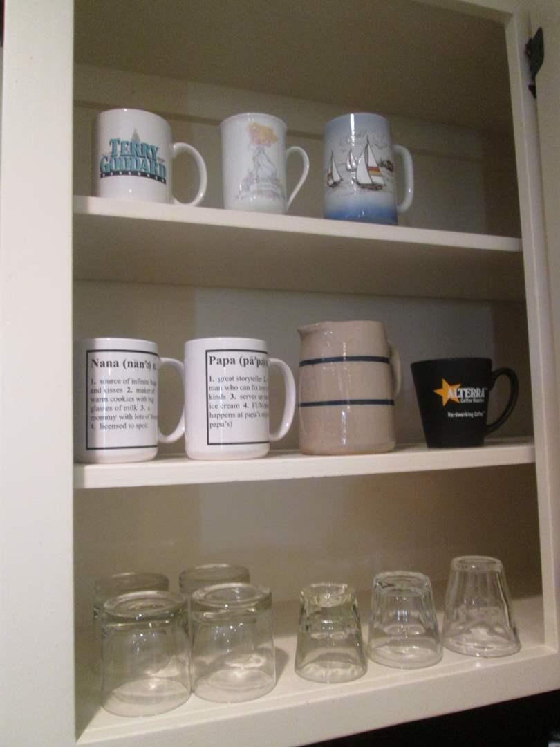 Lot # 2 - Miscellaneous Kitchen Items (main image)
