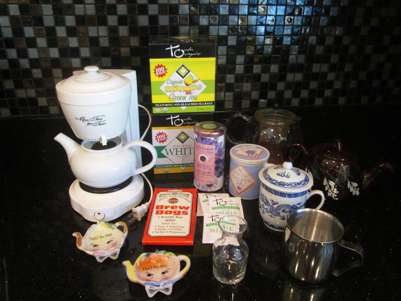 Lot # 11 - Tea Set, 14 Pieces (main image)