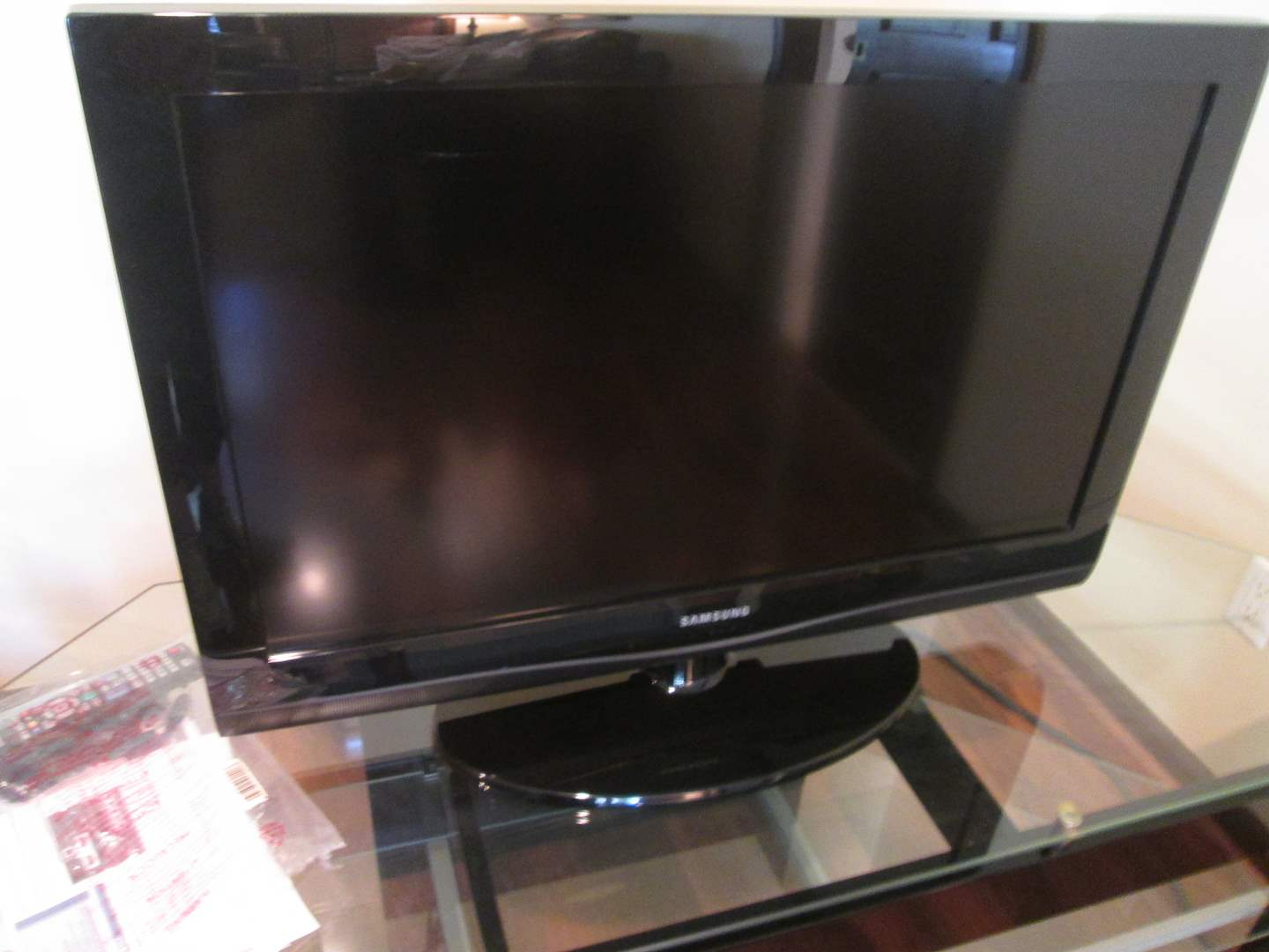 "Lot # 27 - 32"" Samsung TV (main image)"