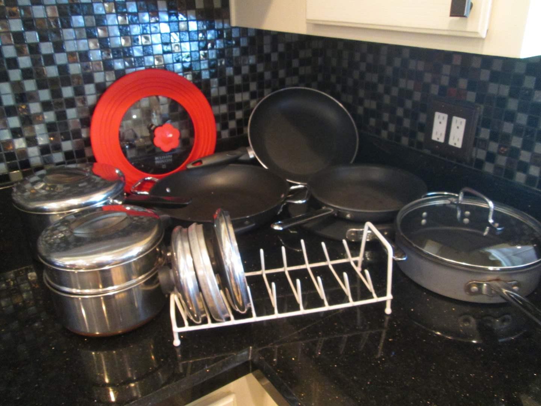 Lot # 87 - Assorted Pots & Pans (main image)