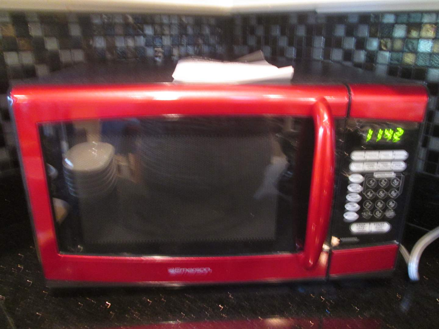 Lot # 92 - Emerson Microwave #900W (main image)