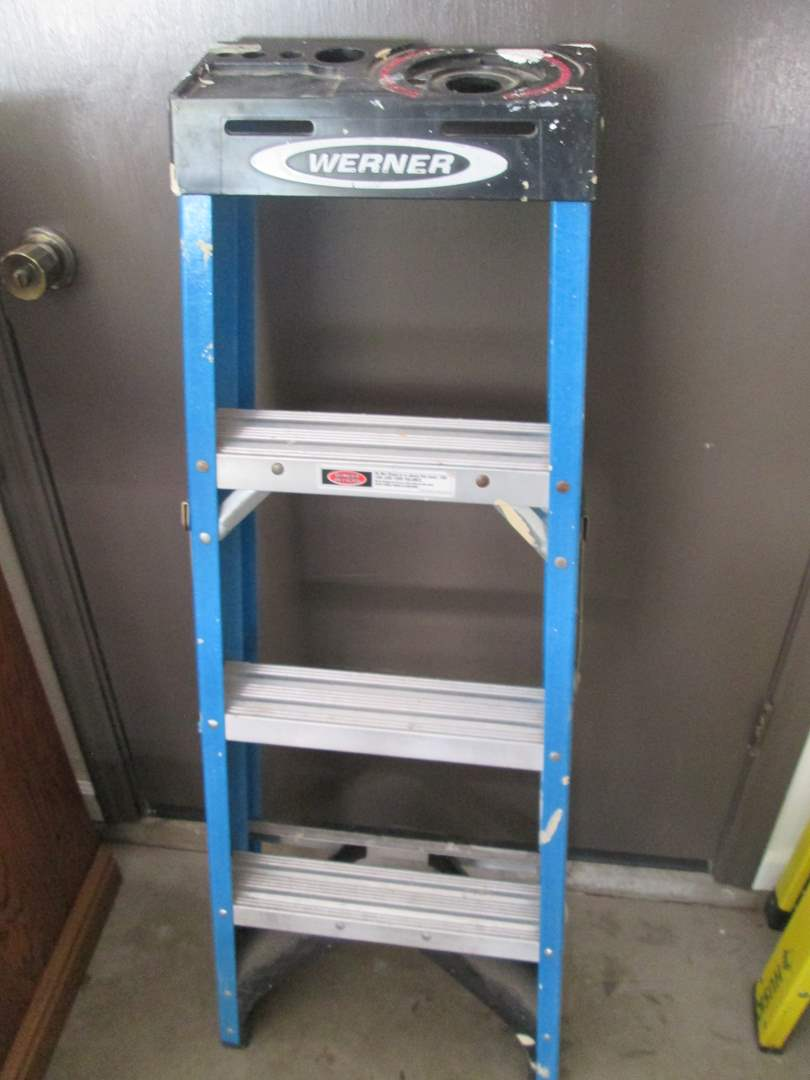 Lot # 122 - 4' Ladder (main image)