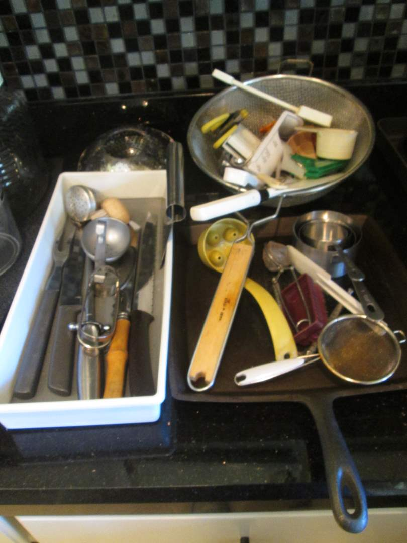 Lot # 118 - Griddle & Miscellaneous Cutlery (main image)
