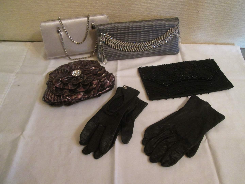 Lot # 353 - 4-Purses & 2-Pair of Gloves (main image)