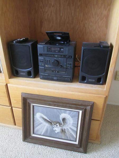 Lot # 17 - Emerson CD/Radio/Speakers + Framed Art (main image)
