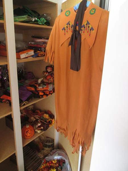 Lot # 19 - BOO...Halloween Decor (main image)