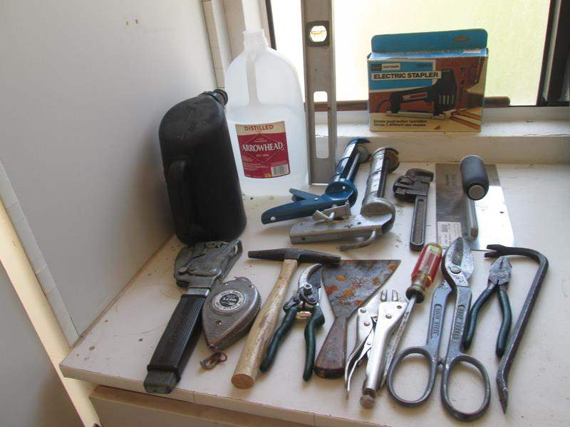 Lot # 28 - Miscellaneous Hand Tools (main image)