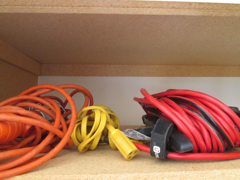 Lot # 30 - 2-Extension Cords & Shop Light (main image)