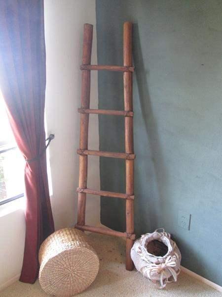 Lot # 40 - 6' Kiva Ladder + 2-Baskets (main image)