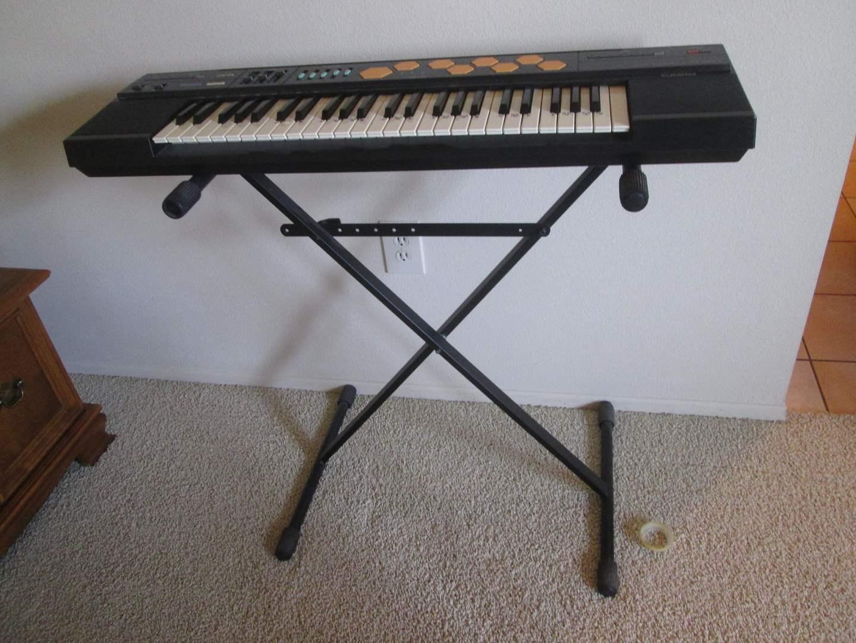Lot # 59 - Casio Electric Keyboard (main image)