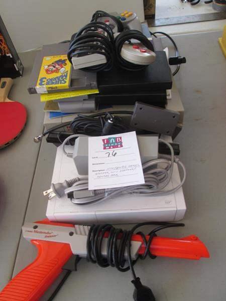 Lot # 76 - Nintendo Games, Wii Adaptor, Zapper (main image)