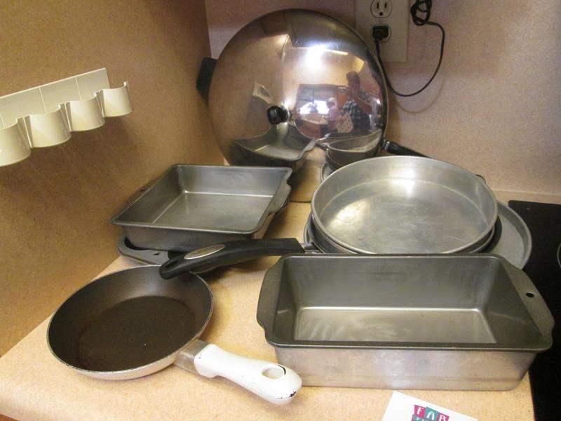 Lot # 82 - Bakeware & Frying Pans (main image)