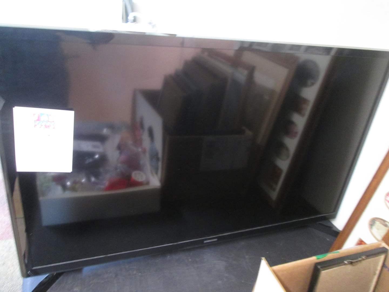 "Lot # 114 - 32"" Samsung TV, No Remote! (main image)"