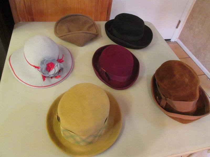 Lot # 157 - Variety of Women's Hats (main image)