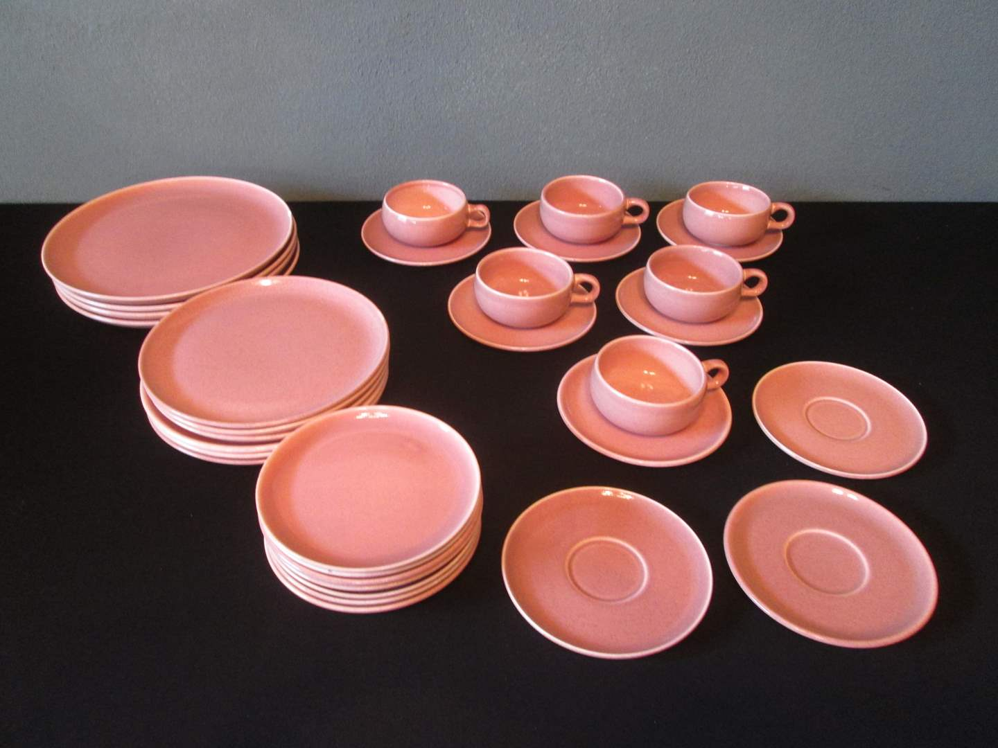 Lot # 234 - MCM Russel Wright China, Coral, 32 pieces (main image)