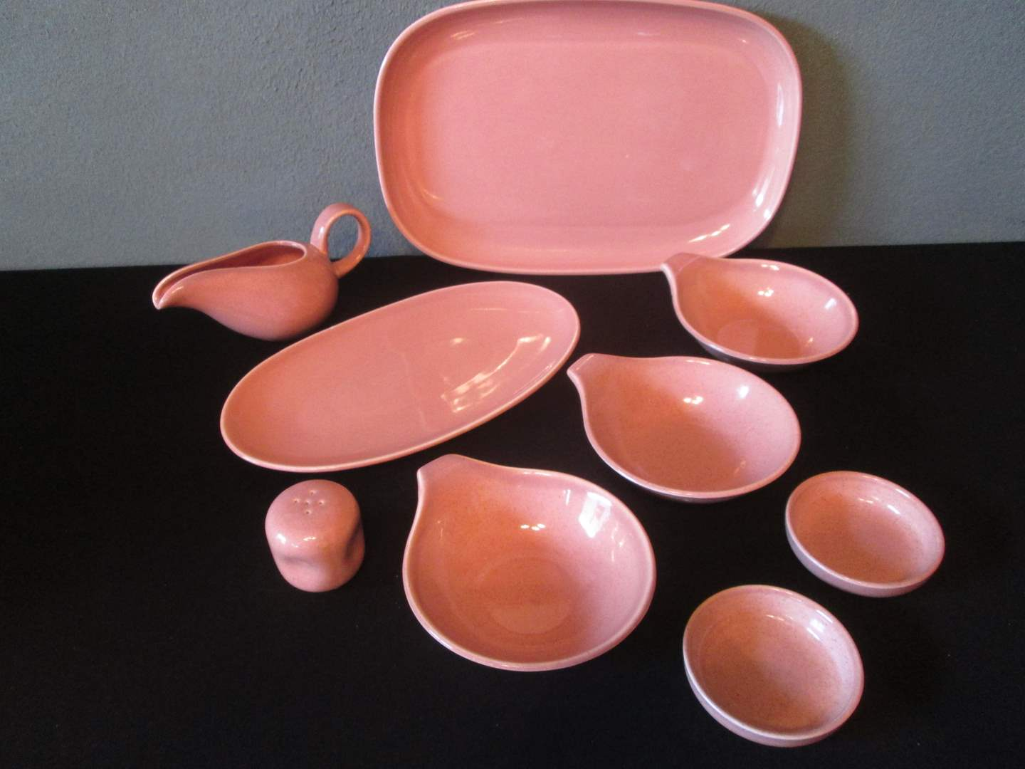 Lot # 236 - MCM Russel Wright China, Coral, 9 pieces (main image)