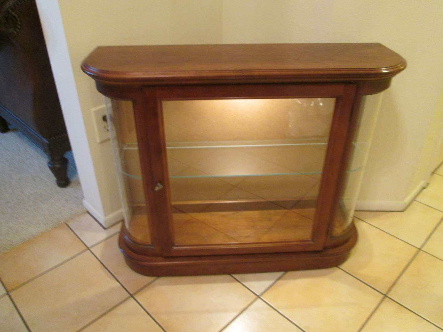 Lot # 267 - Lighted Curio Cabinet; No Mirror in Back (main image)