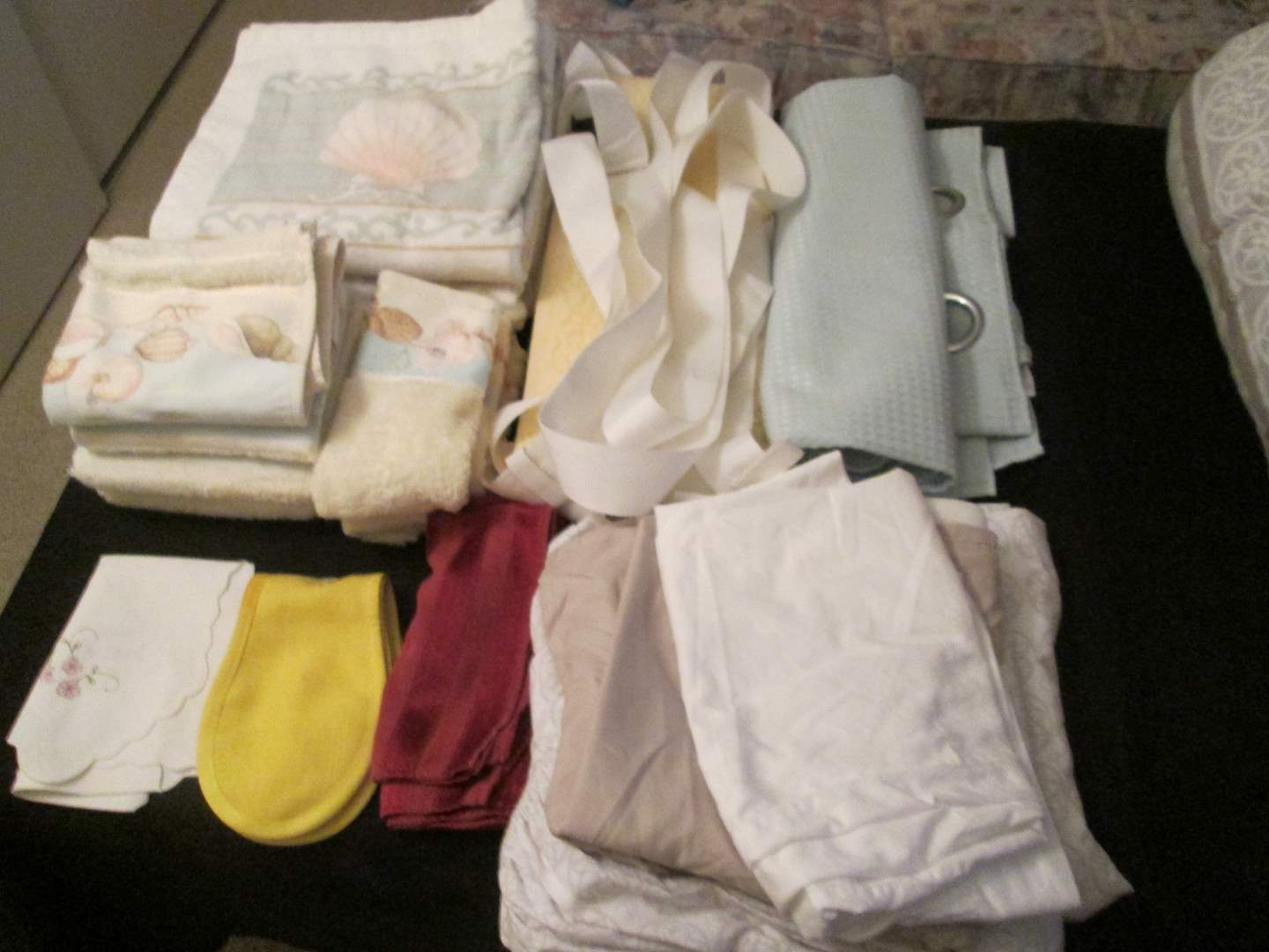 Lot # 273 - Assorted Linens (main image)