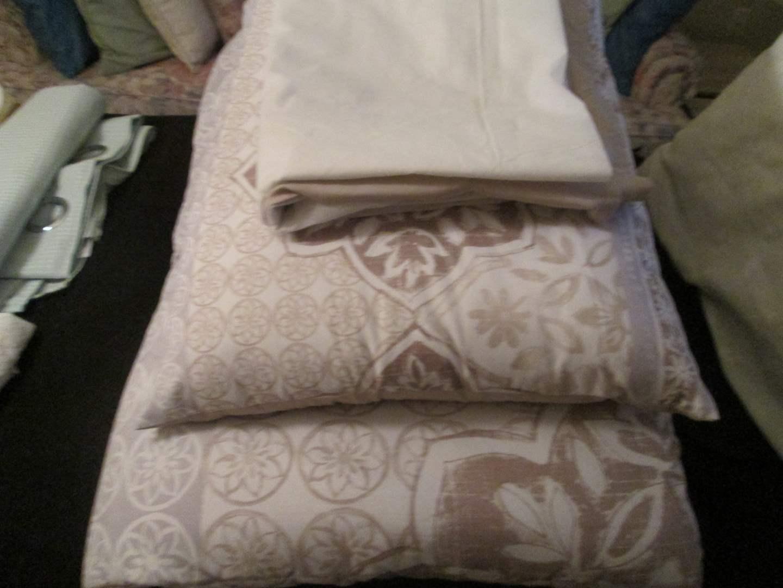 Lot # 274 - Twin Bedding Set (main image)