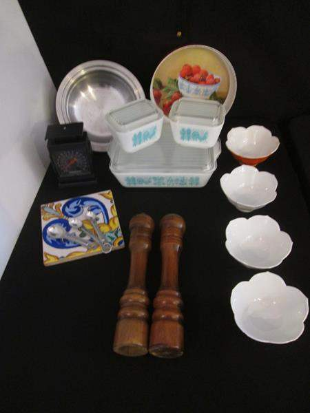Lot # 26 - Vintage Pyrex Refrigerator Bowls + Asst. Kitchen, 17 pieces (main image)