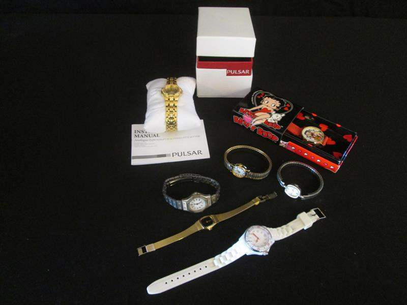 Lot # 45 - Women's Watches, 7 pieces (main image)