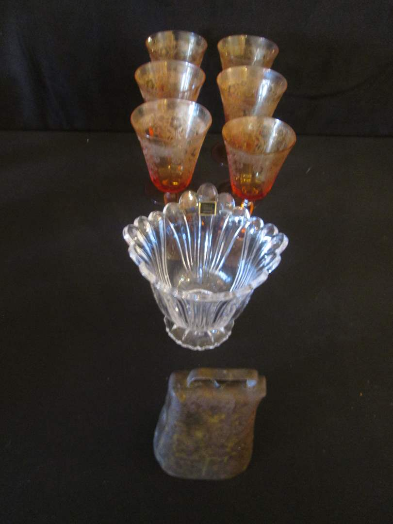Lot # 186 - 6-Stems (Flea Bites), Oneida Crystal Vase + Cowbell (main image)