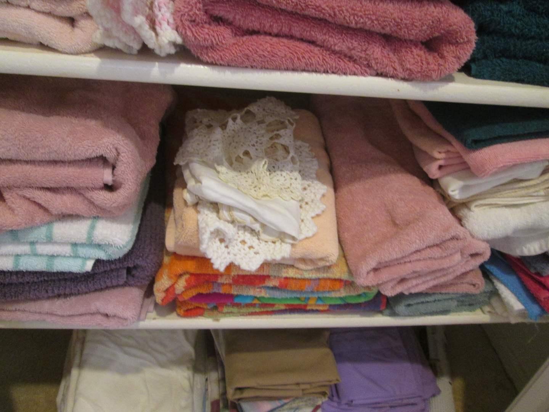 Lot # 215 - Linens & Towels (main image)
