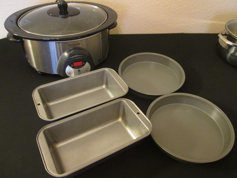 Lot # 243 - Crock Pot & Bakeware (main image)