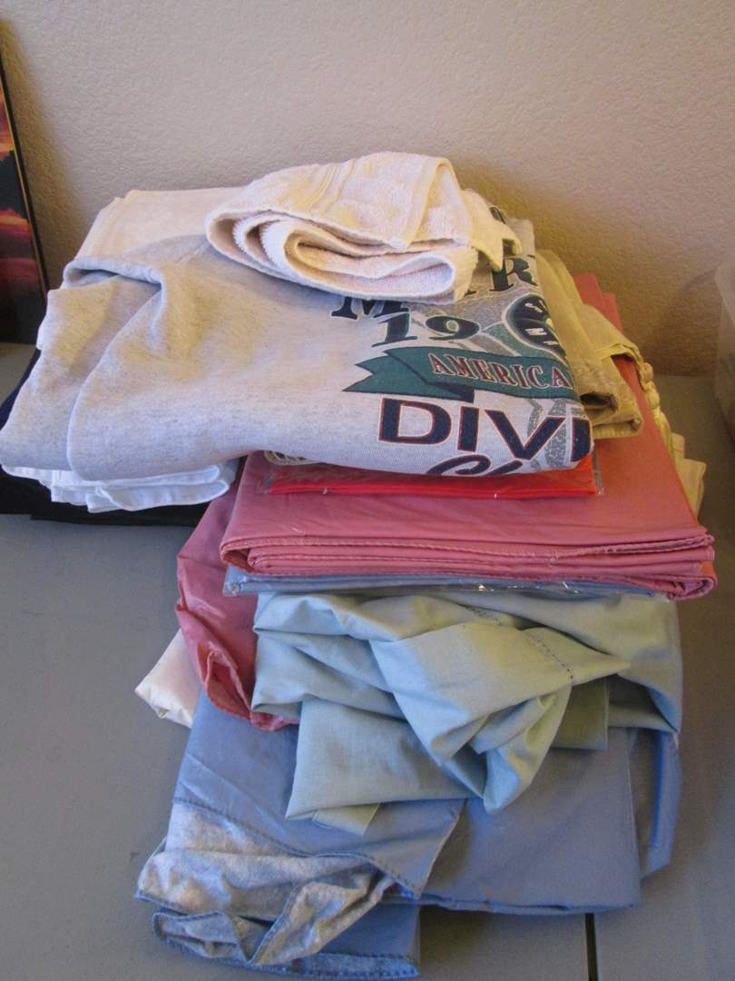 Lot # 251 - Assorted Tablecloths, Napkins & Mariners Sweatshirt (main image)