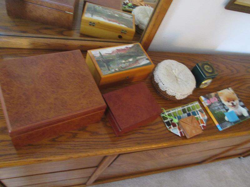 Lot # 7 - Humidor and Other Containers/Boxes, 8 pieces (main image)
