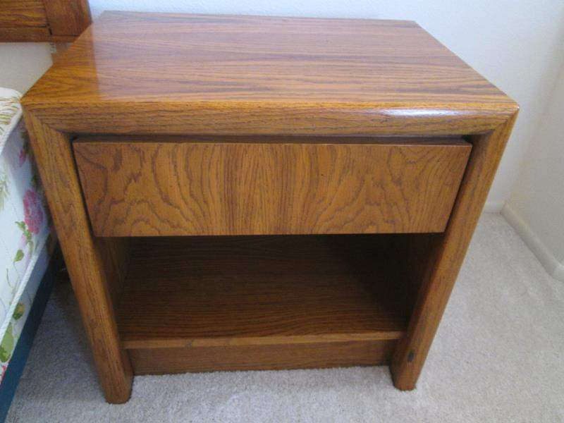 Lot # 11 - Lane Nightstand (main image)