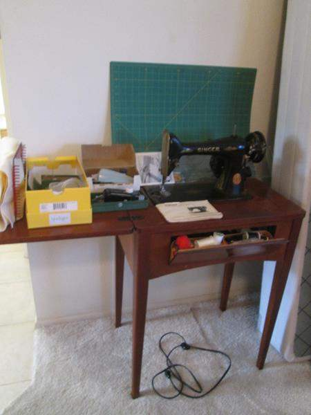 Lot # 33 - Vintage Singer Sewing Machine in Cabinet, Mat & Accessories (main image)