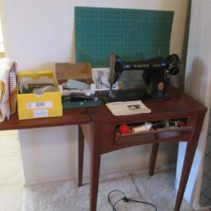 Auction Thumbnail for: Lot # 33 - Vintage Singer Sewing Machine in Cabinet, Mat & Accessories